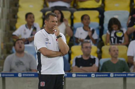 Celso Roth é mais um técnico demitido no Brasileirão 2015