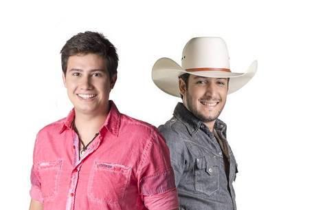 """Dupla lucra até R$ 150 mil por show, mas ainda recebe """"salário"""""""