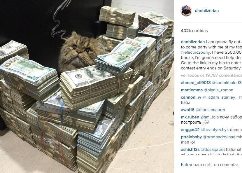761e09a2f ... que não costuma estar  O milionário publicou uma foto de seu gato   protegido  por notas de dólares