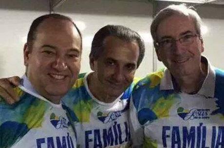 Pastor Silas Malafaia posa ao lado de Pastor Everaldo (esquerda) e o presidente da Câmara dos Deputados, Eduardo Cunha (PMDB-RJ)