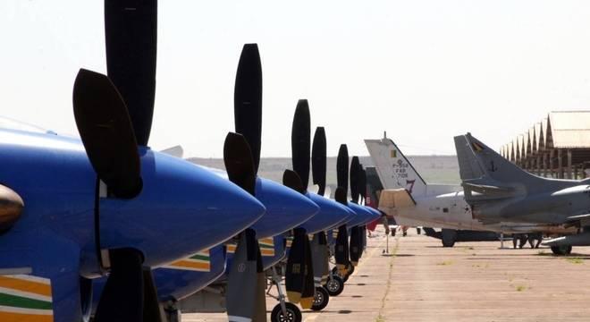 FAB interceptou uma aeronave que transportava 500 kg de cocaína