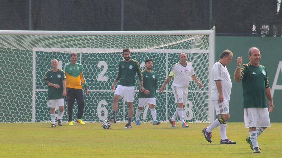 Loja do Palmeiras leva torcedores para jogar no CT - Fotos - R7 Futebol 6eaa3f84f5