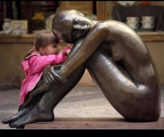 As crianças não se preocupam em demonstrar carinho e afeto sem receber nada em troca