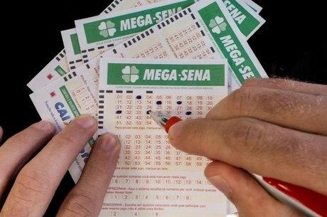 Cada aposta de seis números na Mega-Sena custa R$ 3,50