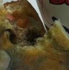 Este sanduíche foi feito com um pão mofado e vendido a um cliente do DF