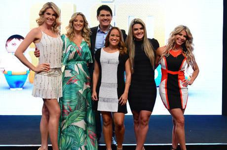 Os apresentadores do Hoje em Dia junto com Mirella Santos e Karina Bacchi 27b43b0c7a