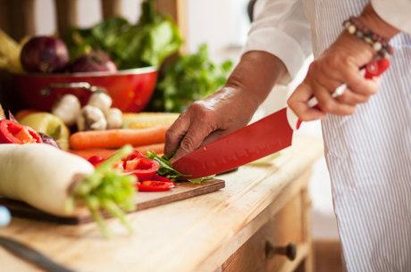 Troque o sal por limão, alho e cebola e deixe o prato mais saudável