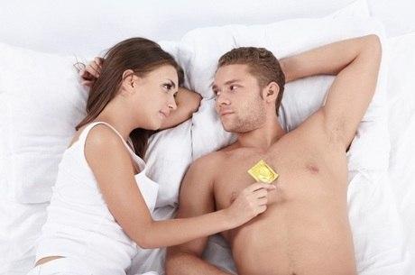 A clamídia é transmitida por relação sexual sem camisinha