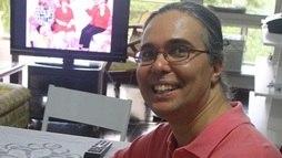 Flávio Silvino ganha apoio dos dois irmãos e da mãe após morte do pai humorista ()