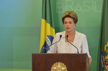 A presidente anunciou o fim de oito ministérios com a fusão de pastas dentro de um programa permanente de reforma do Estado