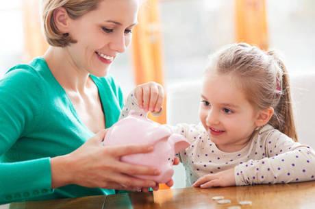 """""""Não adianta trabalhar com as crianças apenas na escola"""", avalia educadora financeira"""