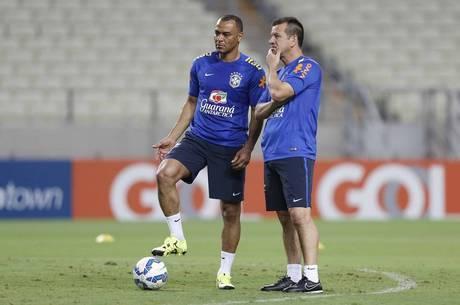 00339ae9dd Dunga muda seleção para evitar novo vexame em Fortaleza - Esportes ...
