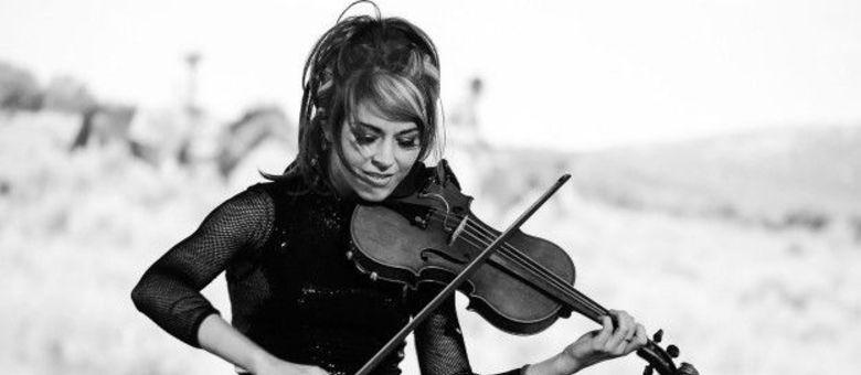 Lindsey Stirling faz sucesso ao combinar os acordes do violino a batidas e ritmos modernos