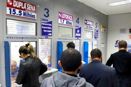 Bolsonaro afirma que garantirá abertura de casas lotéricas
