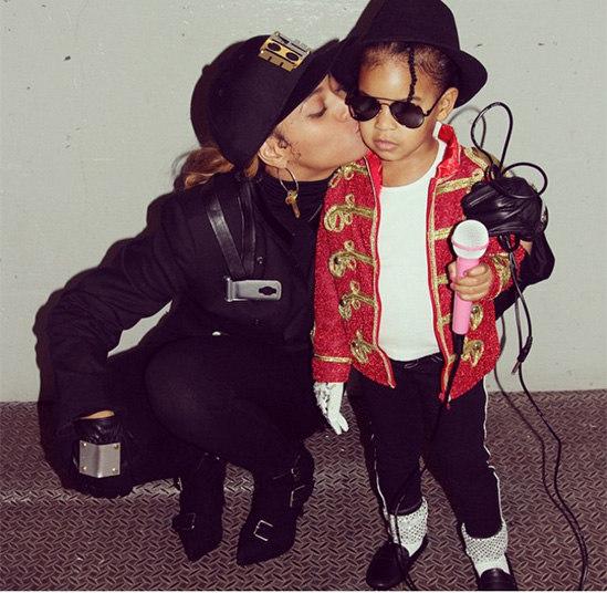 d5a64768f ... Beyoncé e Blue Ivy combinaram as fantasias  a mãe foi de Janet e a  filha ...
