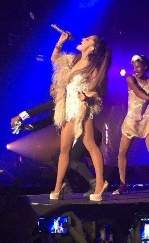 Ariana Grande cantando em SP