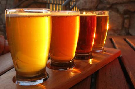 Pesquisador explica que substância da cerveja melhora circulação e, consequentemente, a ereção