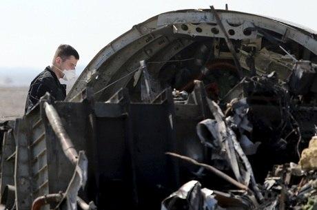 957e2a57a Avião Airbus A321 da empresa russa Kogalymavia caiu na península em outubro  de 2015
