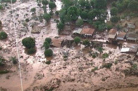 Distrito foi completamente tomado pela lama