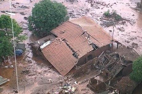 Distrito de Bento Rodrigues foi o primeiro atingido pela lama