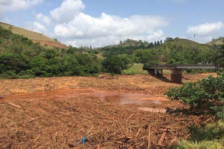 Amostra coletada 300 km depois de barragem detalha tragédia ambiental de mineradoras; Rio Doce foi severamente atingido