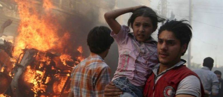 Conflito na Síria já deixou 200 mil mortos e 4 milhões de refugiados desde 2011