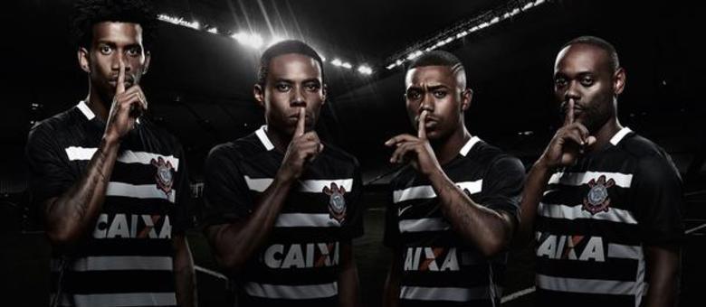 Gil, Elias, Malcom e Vágner Love participaram da campanha da fornecedora de material esportivo do Corinthians