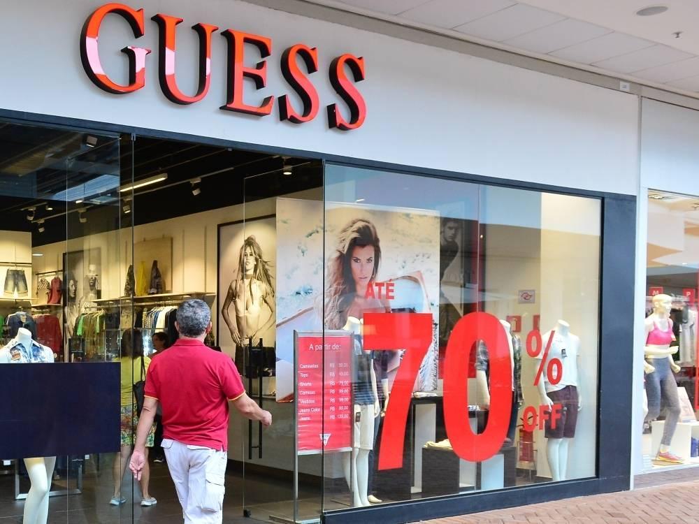 Outlets em SP têm roupa de grife, bolsa importada e tênis pela metade do  preço. Compare os valores! - Fotos - R7 Economia 73071383603