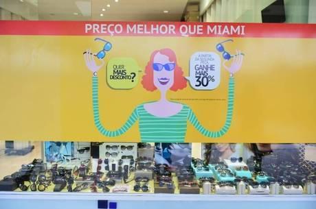 Lojas em outlets brasileiros apostam em descontos e mais opções de  pagamentos para atrair clientes 6d5ea004e4b