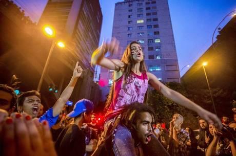 Uma série de atos contra a medida foi realizada por estudantes