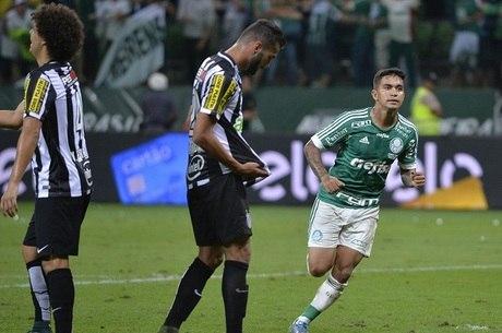 Dudu marcou dois gols no segundo tempo e foi um dos heróis