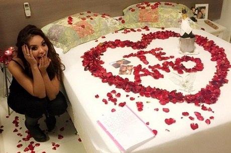 Carol Nakamura publica foto de surpresa romântica do amado