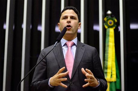 Bruno Araújo diz que PSDB faz oposição ao governo
