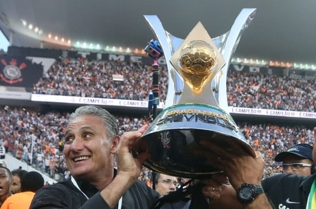 Corinthians, de Tite, levantou o troféu do Brasileirão com 81 pontos