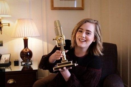 Adele recebeu dois prêmios da BBC