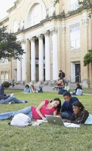 Alunos estrangeiros são avaliados como estudantes americanos nos EUA