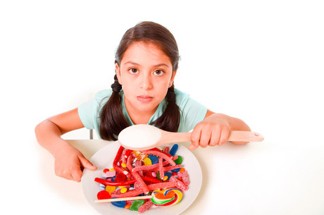 Consumo anual médio de refrigerante pode chegar em 40 litros por criança, somente nos lanches entre refeições