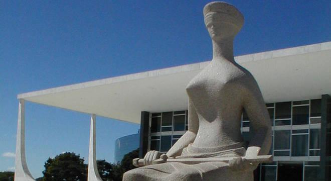 STF iniciou nesta terça-feira (25) julgamento que pode libertar Lula
