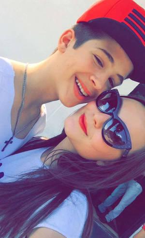 ba16e7695d4a2 Larissa Manoela e João Guilherme aparecem sorridentes em selfie fofa ...
