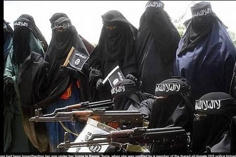 Braço feminino do EI tem mulheres cobertas dos pés à cabeça, e munidas de armas pesadas e automáticas