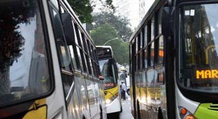 Trabalhadores de ônibus do Rio cobram vacinação