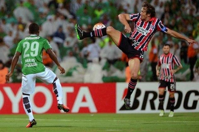 2016 - Na Libertadores, a equipe chegou longe, superando as expectativas pelo mau momento na temporada. No entanto, nas semifinais o São Paulo foi eliminado para o Atlético Nacional e deu adeus a competição, completando mais um ano de fila.