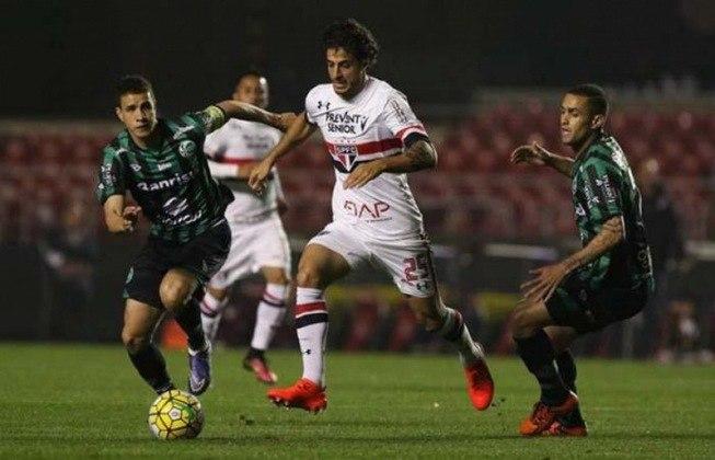 2016 - Oitavas de final - Juventude: o algoz da vez foi a equipe gaúcha, que venceu no Morumbi por 2 a 1 e perdeu a volta por 1 a 0. Pelo gol fora de casa, o São Paulo foi eliminado.