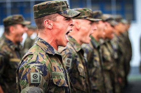 Remuneração bruta de militares vai variar de R$ 1.270 a R$ 31.636
