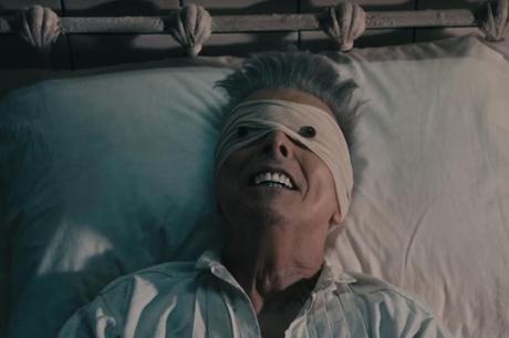 Cena de Lazarus, último clipe de David Bowie