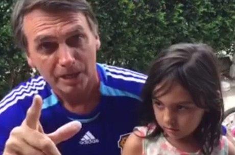 Bolsonaro fez parte do vídeo que teve 250 mil compartilhamentos ao lado da filha