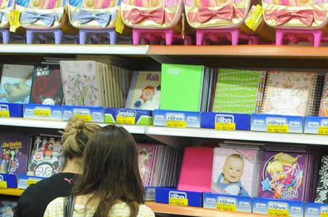 Alta de 24% no custo do papel inflacionou o preço dos cadernos