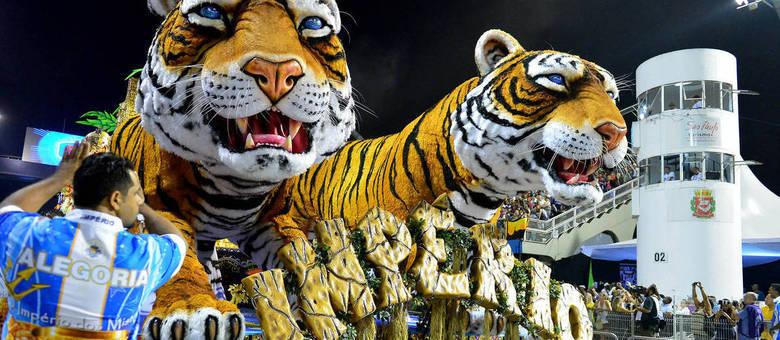 Tigres do abre-alas da Império de Casa Verde: luxo e gigantismo nas alegorias