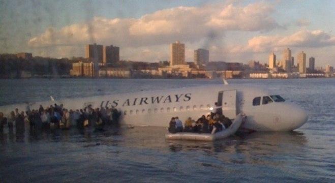 Pilotos fizeram um pouso de emergência no rio Hudson em Nova York em 2009