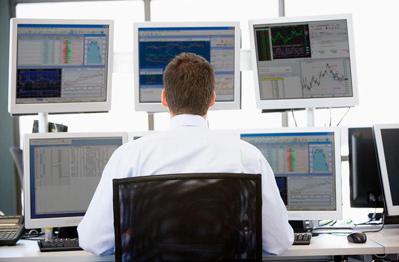 Saída ao desemprego, operar na Bolsa de Valores exige estudo, disciplina e controle emocional